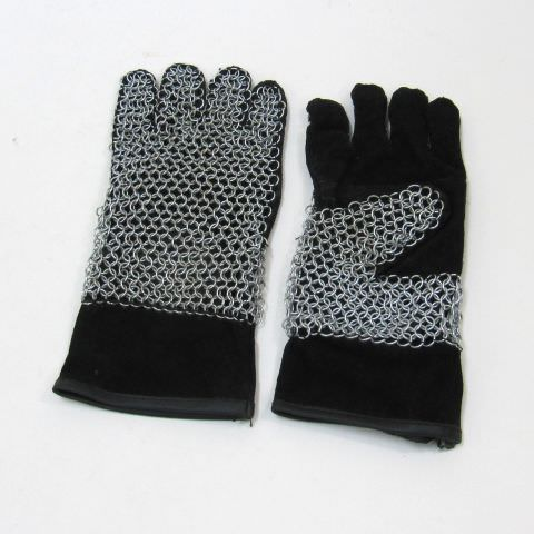 Leather gloves with chainmail